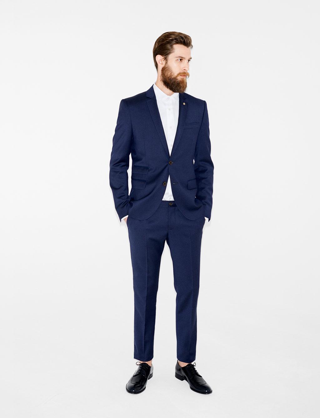 mettez en valeur votre l gance en choisissant un blazer homme bleu marine. Black Bedroom Furniture Sets. Home Design Ideas